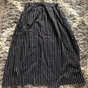World Market Midi Skirt with Pockets! Black.
